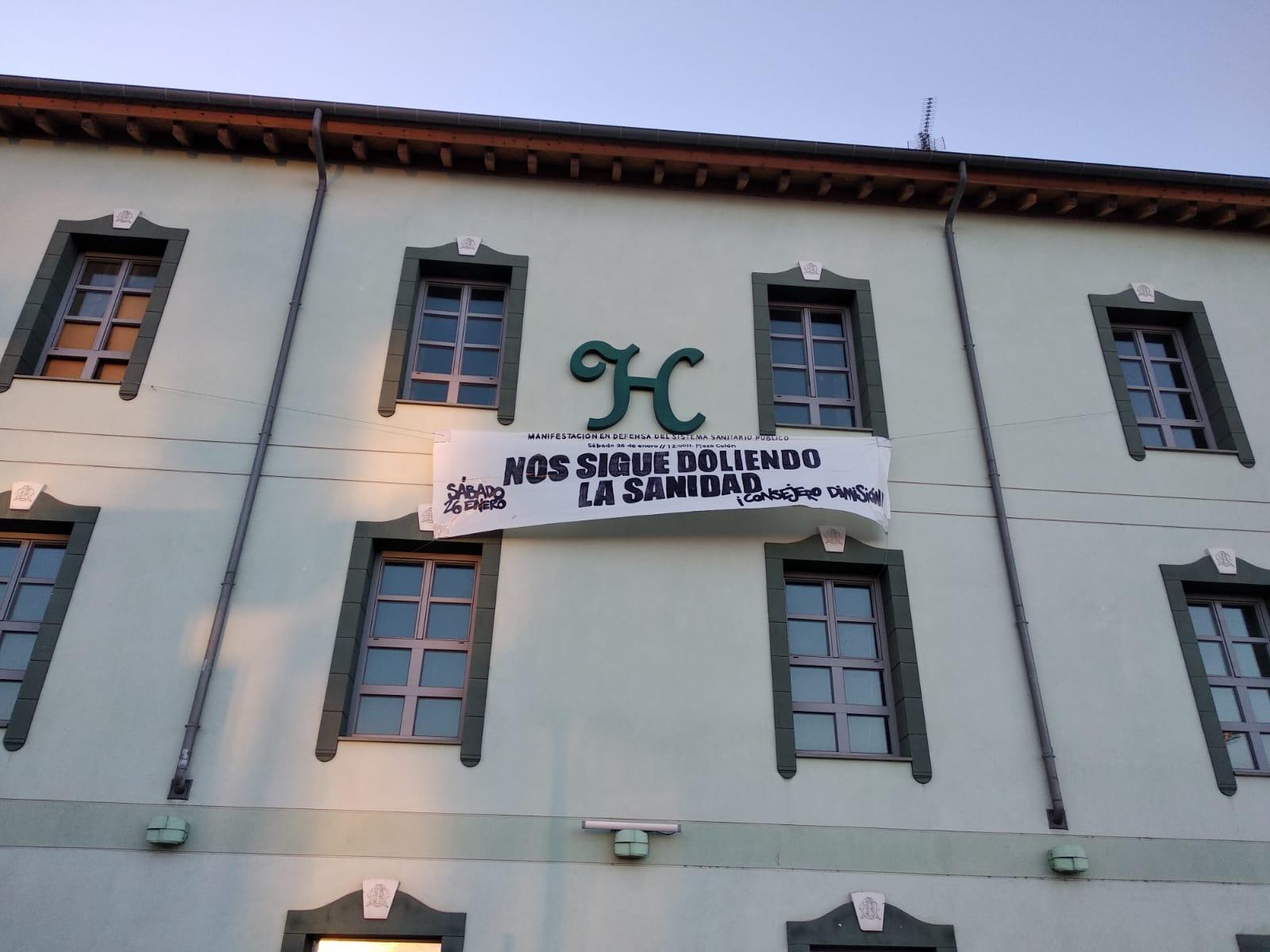 PANCARTA: NOS SIGUE DOLIENDO LA SANIDAD